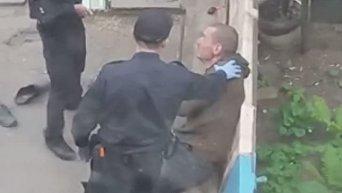 Жители города Сумы заподозрили полицейских в издевательствах над подозреваемым