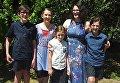 Катрина Майлз с четырьмя детьми
