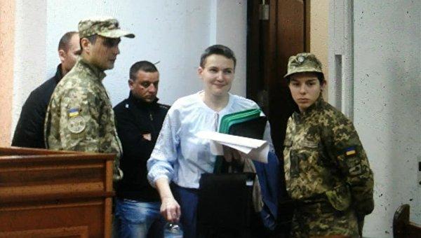 Во время заседания суда 14 мая Надежде Савченко разрешили выйти из клетки для подозреваемых