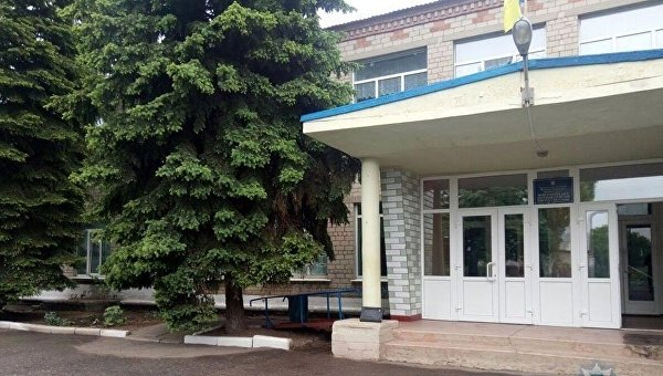 Школа села Новоукраинка Марьинского района Донецкой области