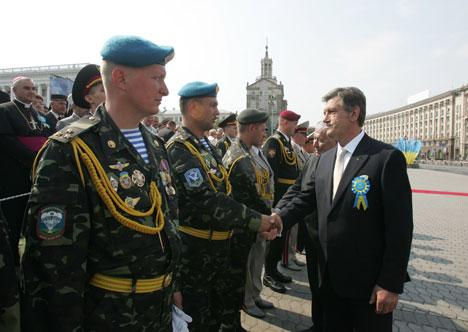 Военный парад в Киеве в День Независимости Украины. Президент Виктор Ющенко.. Фото: © Пресс-служба президента Украины. Фото Михаила Маркива.