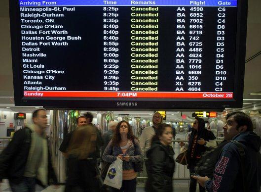 Отмена авиарейсов в ньюйоркском аэропорту Ла Гардиа из-за урагана Сэнди