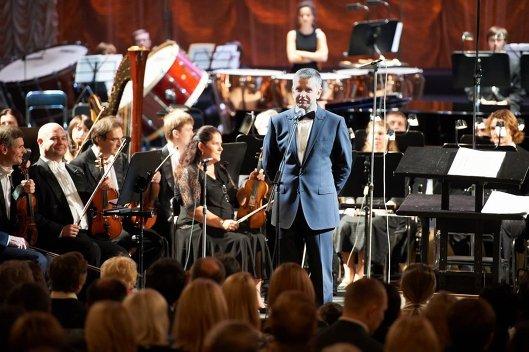 Посол РФ в Украине Михаил Зурабов выступает на концерте в честь российского праздника День народного единства в Киеве