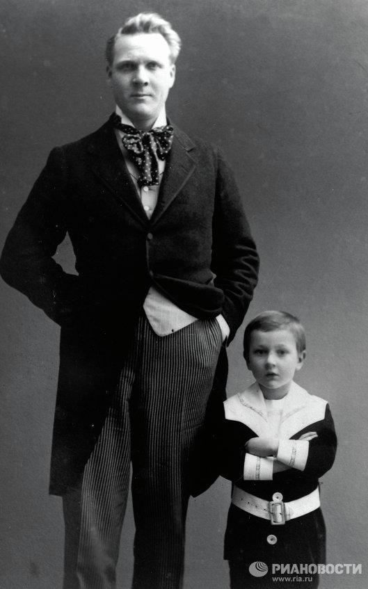 Федор Иванович Шаляпин с сыном