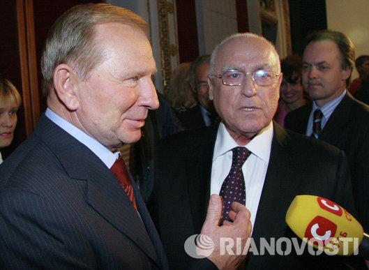 Леонид Кучма и Виктор Черномырдин на показе фильма Чрезвычайный Черномырдин