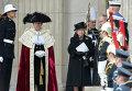 Королева Великобритании Елизавета II выходит из собора Святого Павла