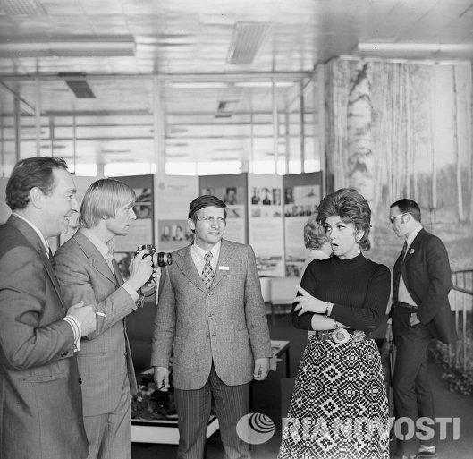 Джина Лоллобриджида, Вячеслав Тихонов, Олег Видов