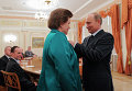 Владимир Путин вручил Валентине Терешковой орден Невского