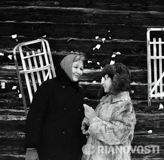 Лия Ахеджакова - на съемках фильма Ищу человека