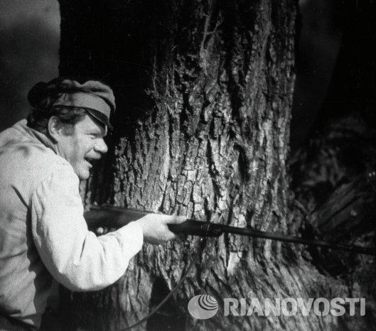 Михаил Пуговкин на съемках фильма Свадьба в Малиновке