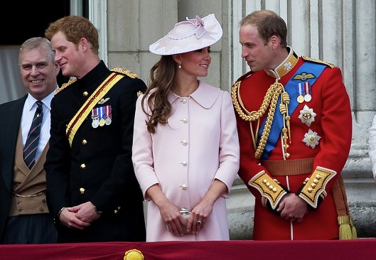 Принц Уильям, герцогиня Кембриджская Кэтрин, принц Гарри и принц Эндрю