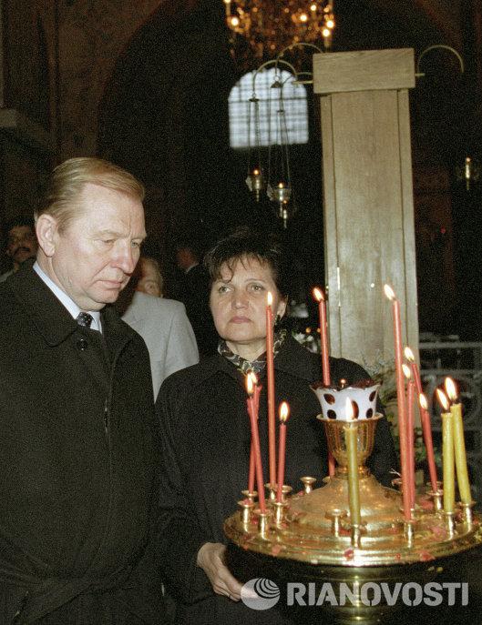 Леонид Кучма с супругой Людмилой в храме Новгорода