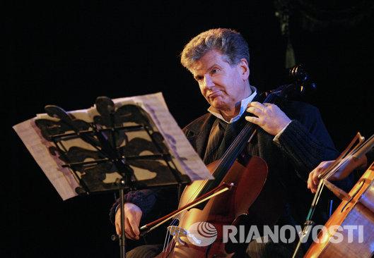 Игорь Костолевский в роли Моцарта в сцене из спектакля Директор театра