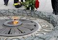 Возложения цветов к могиле Неизвестного солдата в Киеве, архивное фото