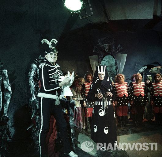Георгий Милляр - кадр из фильма Огонь, вода и медные трубы