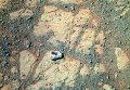 Странный камень появился рядом с марсоходом Opportunity. Он виден на снимке, сделанном на сол 3540