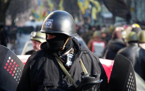 Комиссары Евромайдана берут под контроль военные части Украины