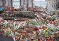 Цветы у стелы на Майдане