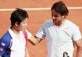 Слева японский теннисист Кей Нисикори.