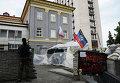 У здания Центральной избирательной комиссии (ЦИК) в Донецке