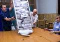 Подсчет голосов на внеочередных выборах. Архивное фото