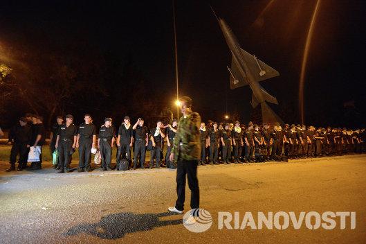 Солдаты воинской части в Луганске