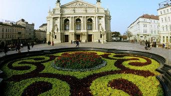 Львов - оперный театр. Архивное фото