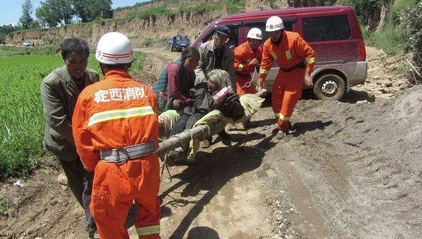 Эвакуация пострадавших в результате землетрясения в Китае