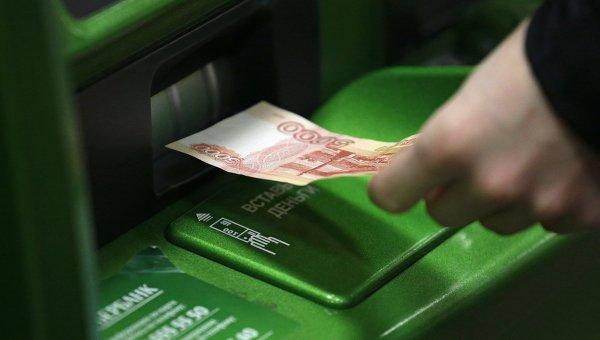 Банкомат Сбербанка. Архивное фото