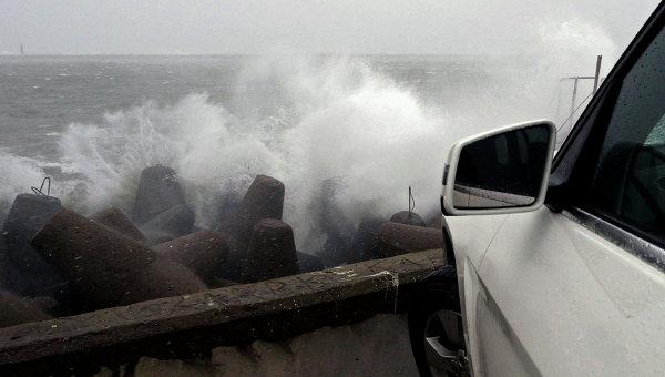 Ураган. Волна. Архивное фото