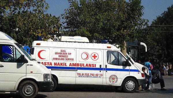 В Турции фура уронила на микроавтобус подъемный кран, 7 погибших