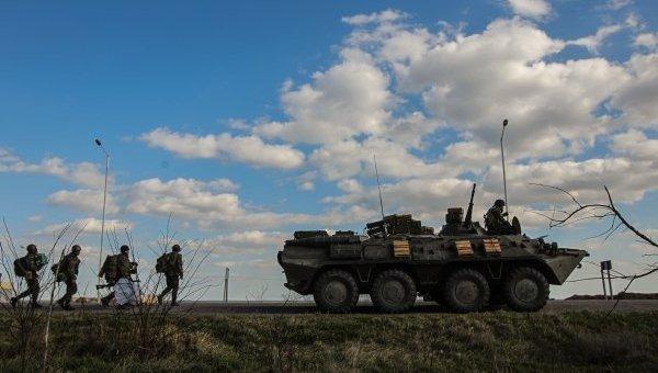 Украинские военные и бронетехника. Архивное фото