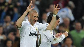 Игрок Реала Карим Бензема (слева)