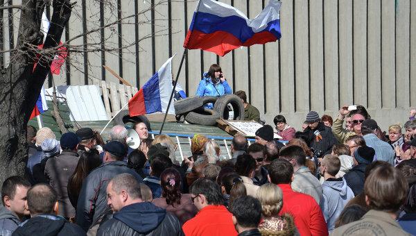 Захват здания ГУ СБУ в Луганске. Архивное фото