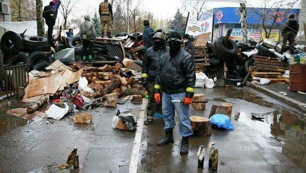 Баррикада, сооруженная сторонниками федерализации Украины в Славянске