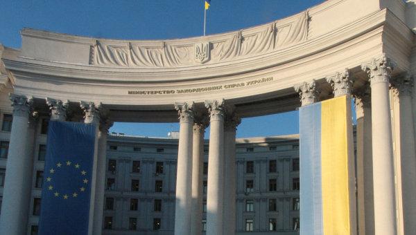 Флаги Украины и Европейского союза, архивное фото
