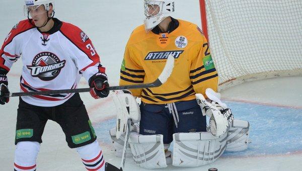 Евгений Белухин (слева). Аохивное фото
