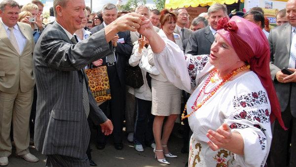 Губернатор Брянской области Николай Денин на международном фестивале славянских народов Славянское единство