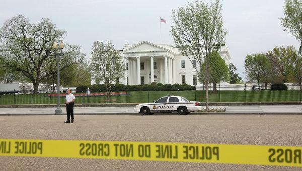 Мужчина, задержанный уБелого дома вВашингтоне, объявил озаложенной бомбе