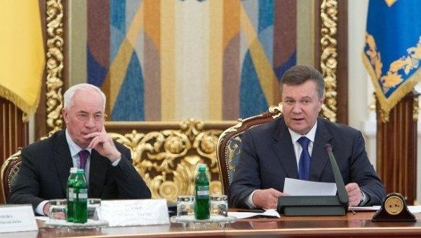 Президент Виктор Янукович и премьер Николай Азаров. Архивное фото