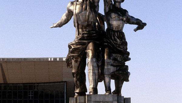 ВДНХ, Скульптура Рабочий и колхозница