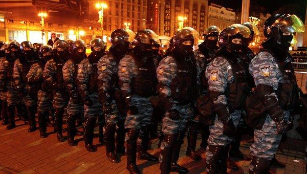 Спецназ МВД Украины Беркут накануне столкновений с участниками Евромайдана