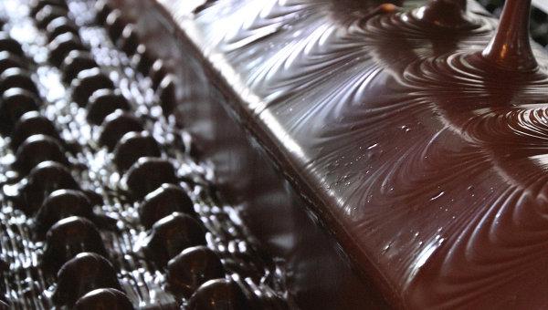 Выпуск шоколадных конфет в РФ. Архивное фото