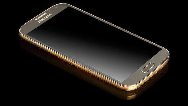 Версия смартфона Samsung Galaxy S4 с корпусом из золота