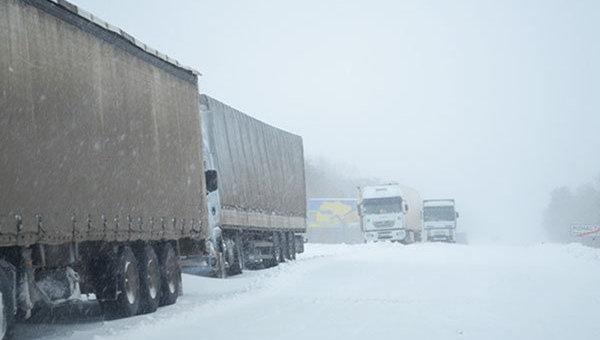 Чрезвычайная ситуация на дорогах Украины из-за снегопадов. Архивное фото
