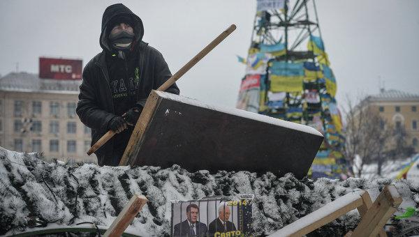 Сторонники евроинтеграции Украины на баррикаде на Институтской улице в Киеве
