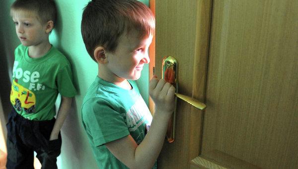 Минобразования закончит брать винтернаты детей при живых родителях