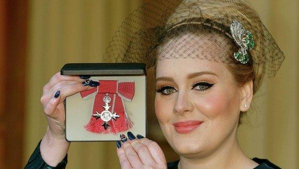 Певица Адель (Adele) получила орден Британской империи