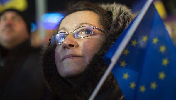 Женщина с флагом ЕС