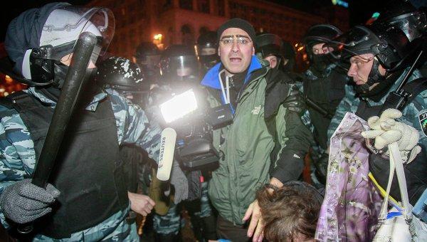Корреспондент Reuters во время акции протеста на Майдане Незалежности в ночь на 30 ноября